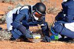 小惑星探査機「はやぶさ」の回収作業