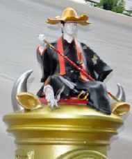 徳川宗春の像をのせた郵便ポスト