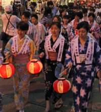 富士山の世界文化遺産登録を祝う提灯行列