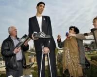 世界一背が高い男性